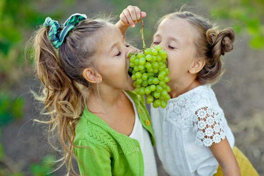kids eating grape